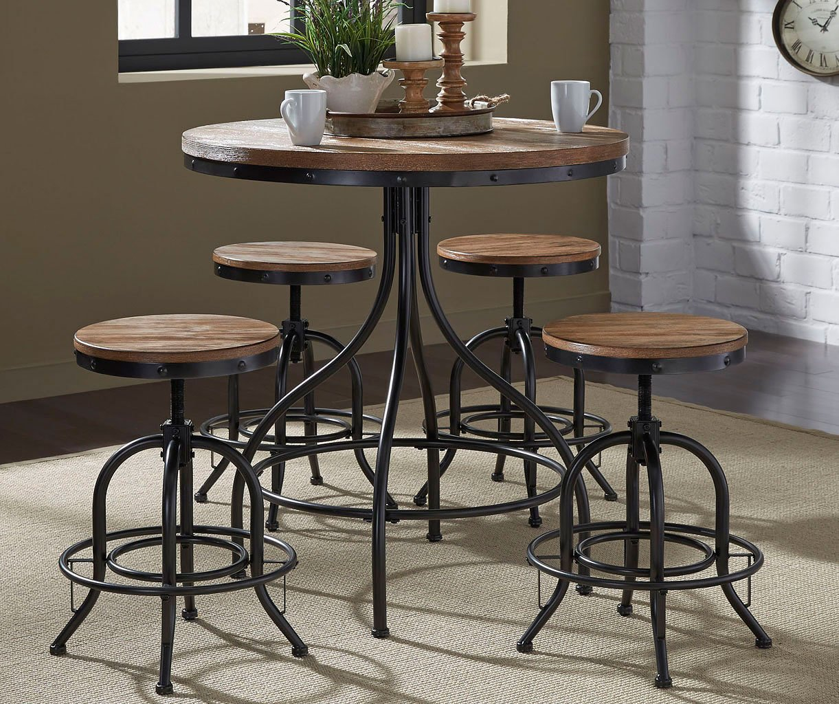 Exceptionnel Vintage Pub Table Set