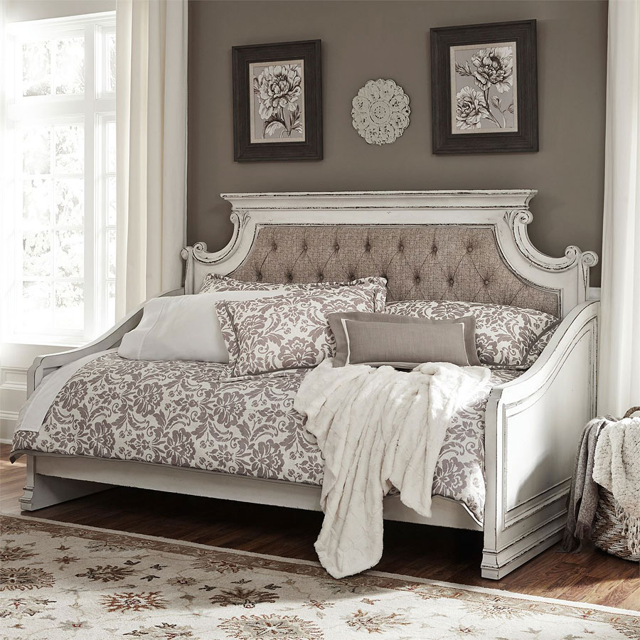 Magnolia Manor Daybed Bedroom Set