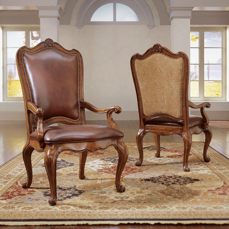 Villa Cortina Round Dining Room Set W Upholstered Chairs
