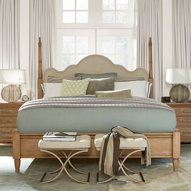 Moderne Muse Maison Poster Bed Universal Furniture