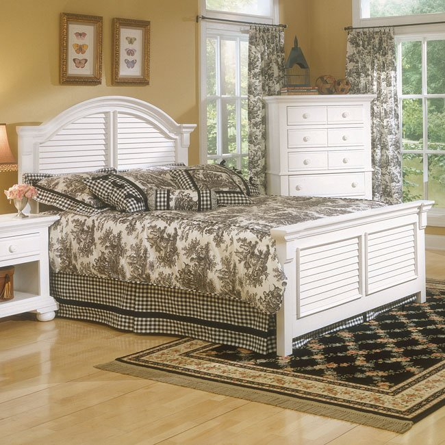 Cottage Traditions Panel Bed (White)