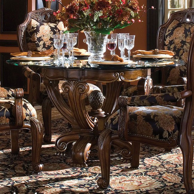 Oppulente Round Dining Table