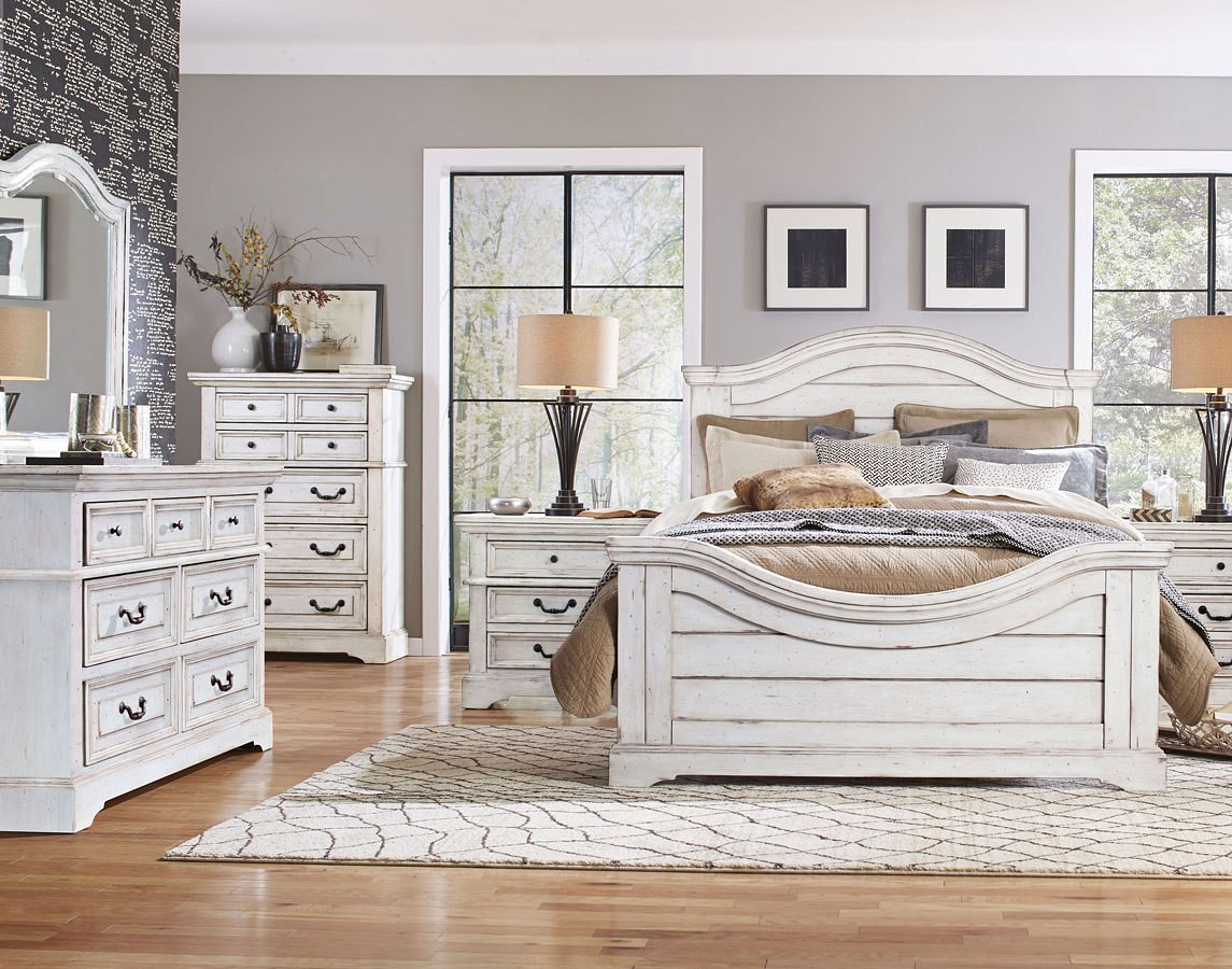 Stonebrook Panel Bedroom Set (Antique White)