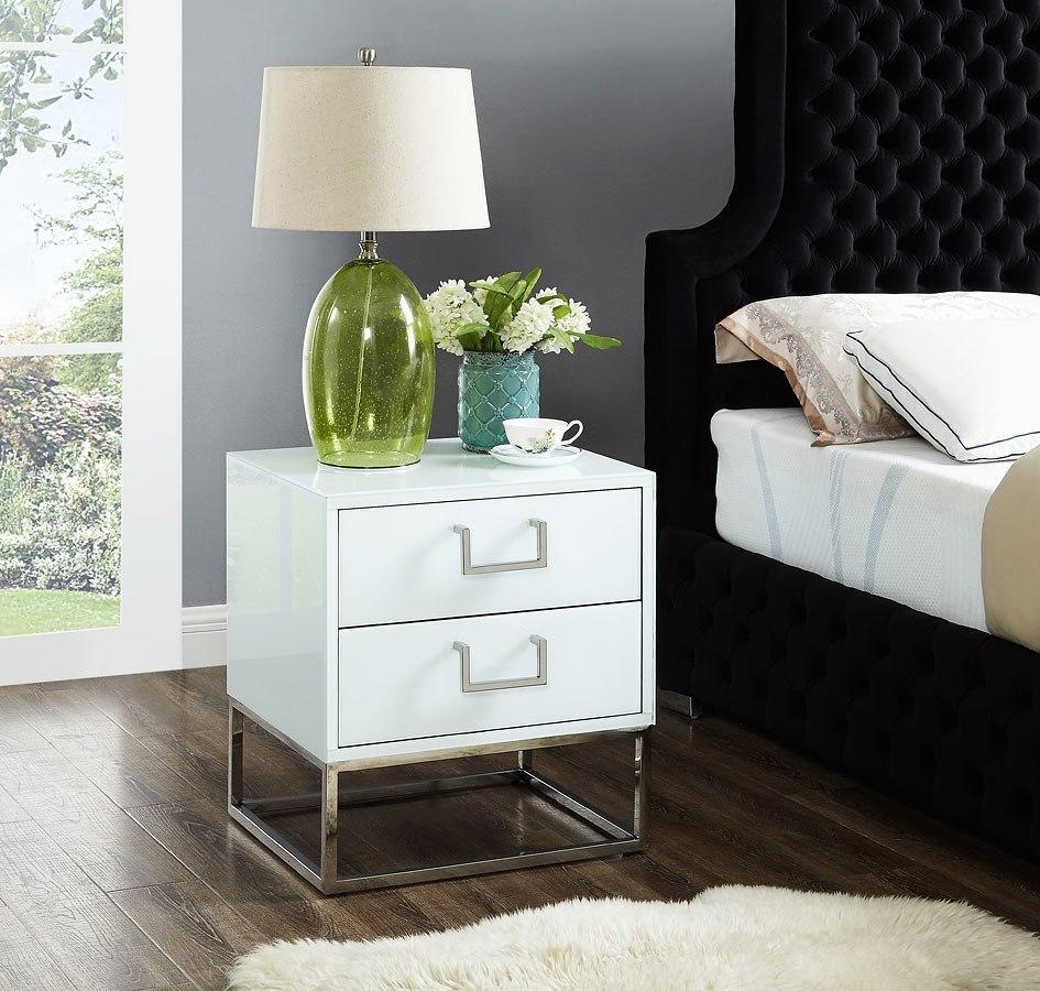 Ashley Furniture Meridian Idaho: Nova Side Table (White/ Chrome) Meridian Furniture