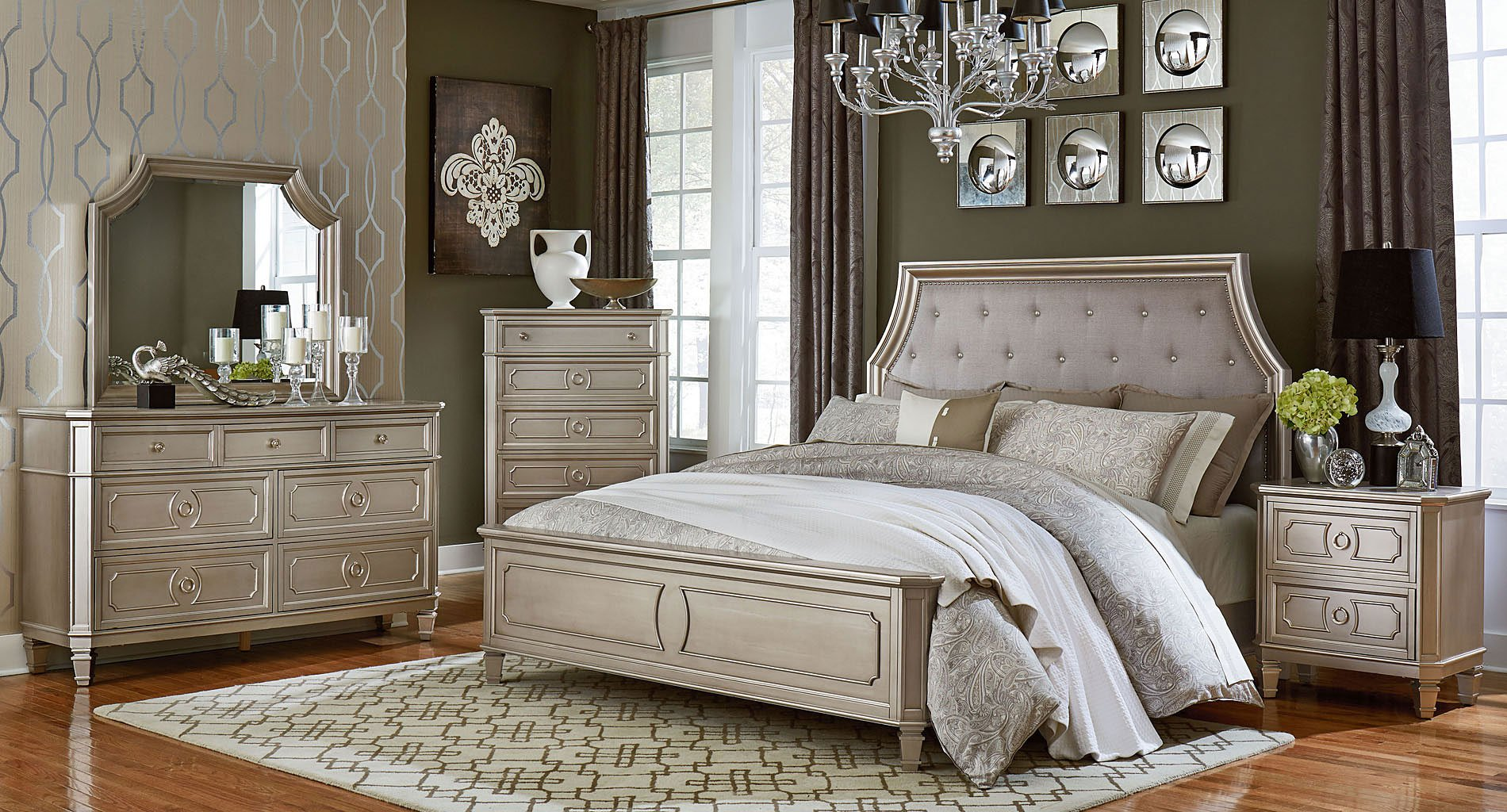 Windsor Panel Bedroom Set (Silver)