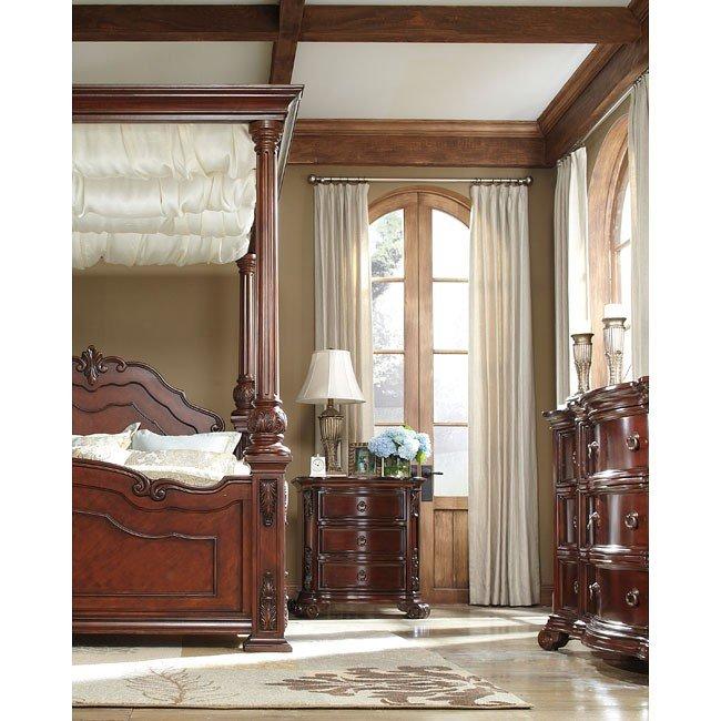 Martanny Canopy Bedroom Set