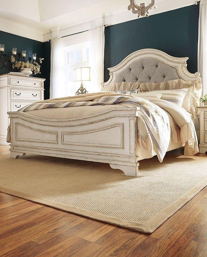 Realyn Panel Bedroom Set Signature Design