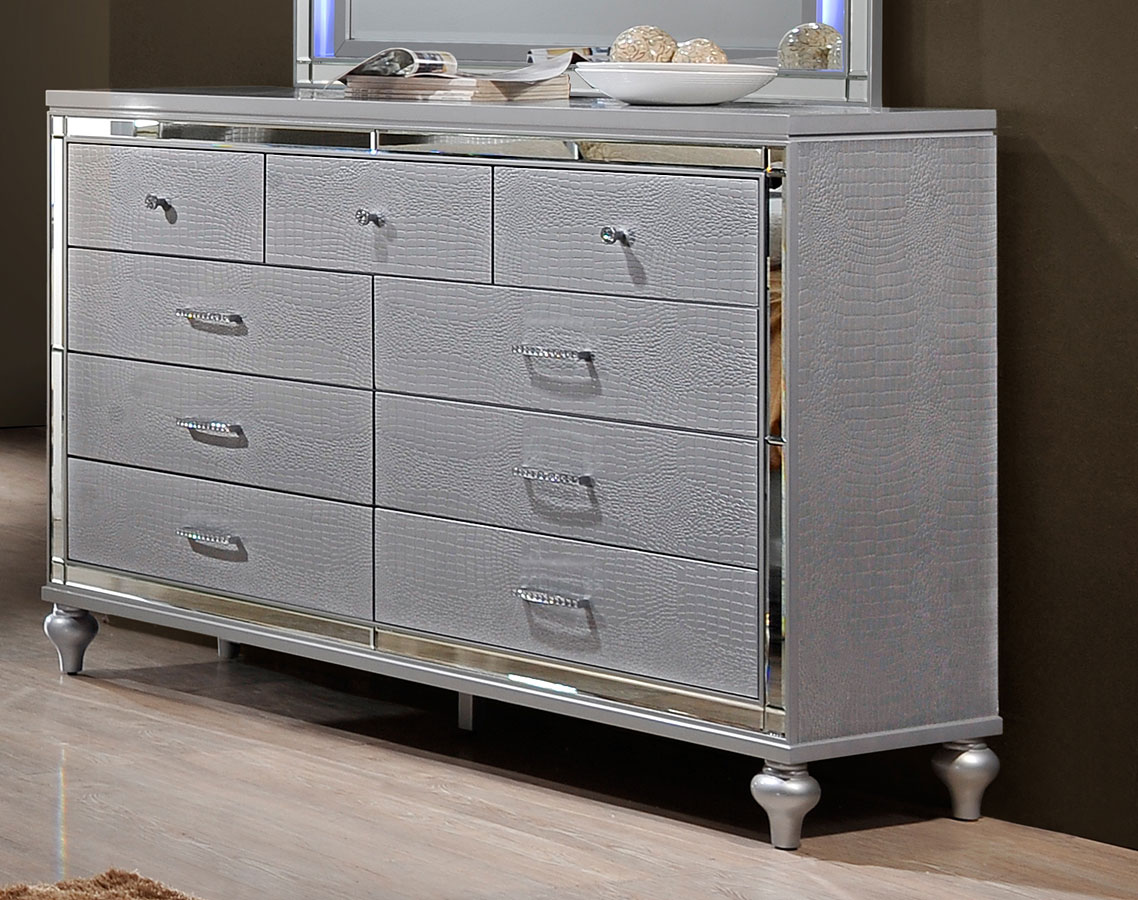 Valentino Dresser By New Classic Furniture