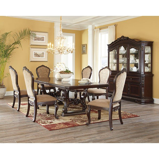 Wendlowe Dining Room Set