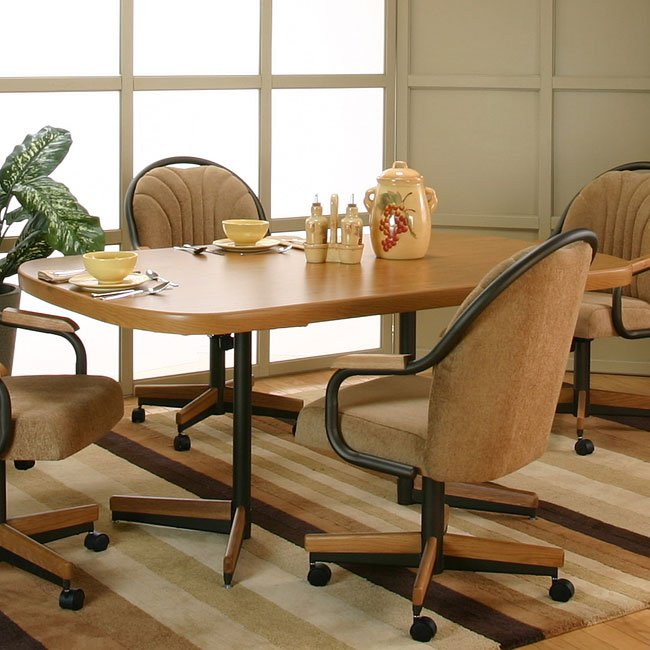 Shaw Sunset Oak Bow-End Dining Table w/ Accents