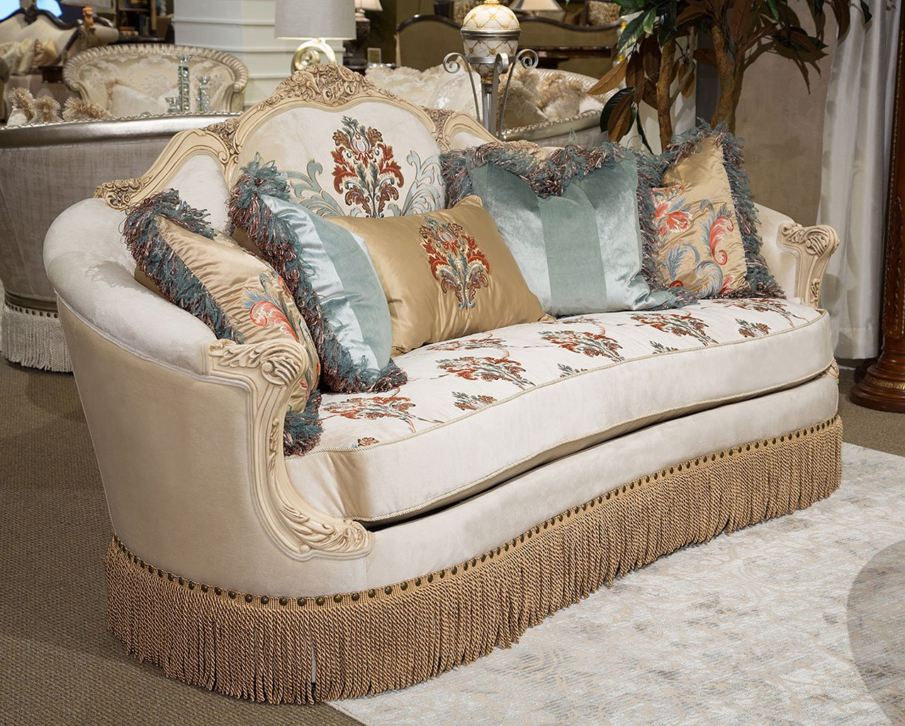 Freestanding Belle Fleur Standard Sofa