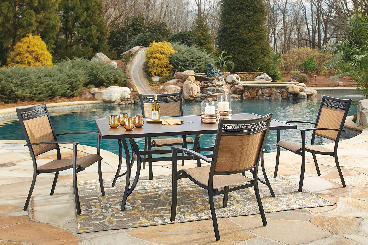 Carmadelia Outdoor Dining Set