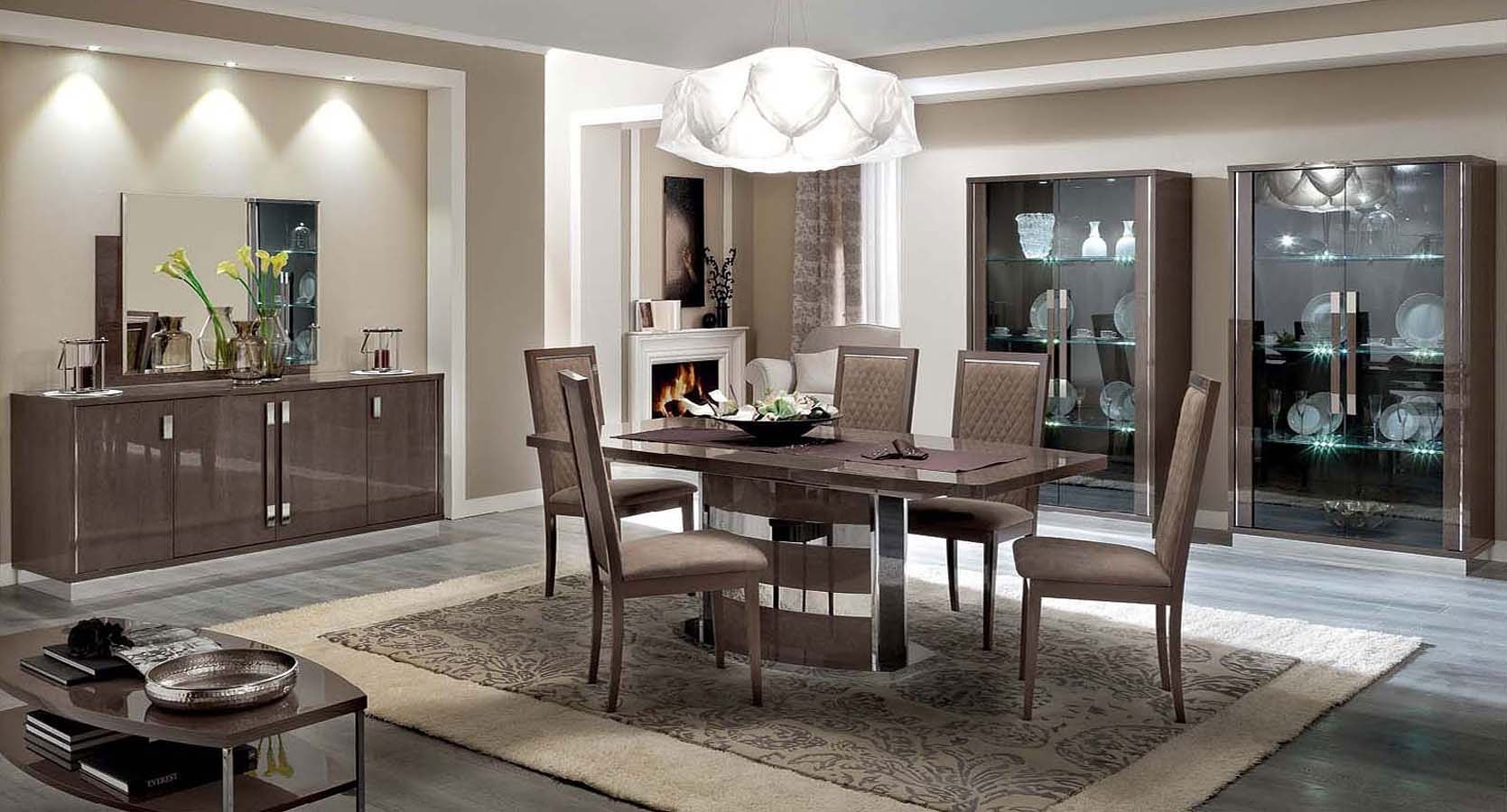 Slim dining room