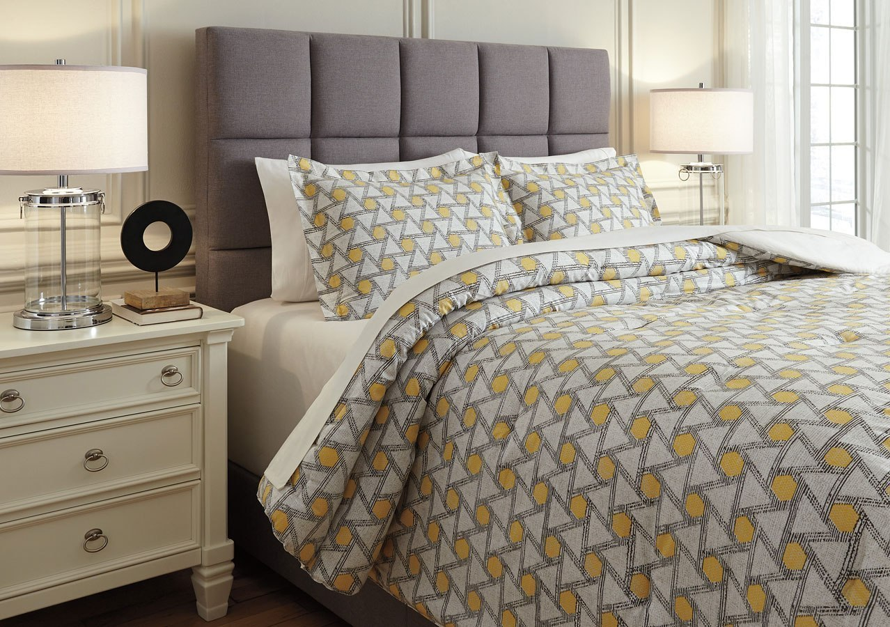 Black And Yellow Comforter Queen: Clio Yellow And Black Comforter Set Signature Design