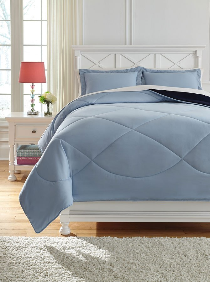 Massey Blue Youth Quilt Set Signature Design