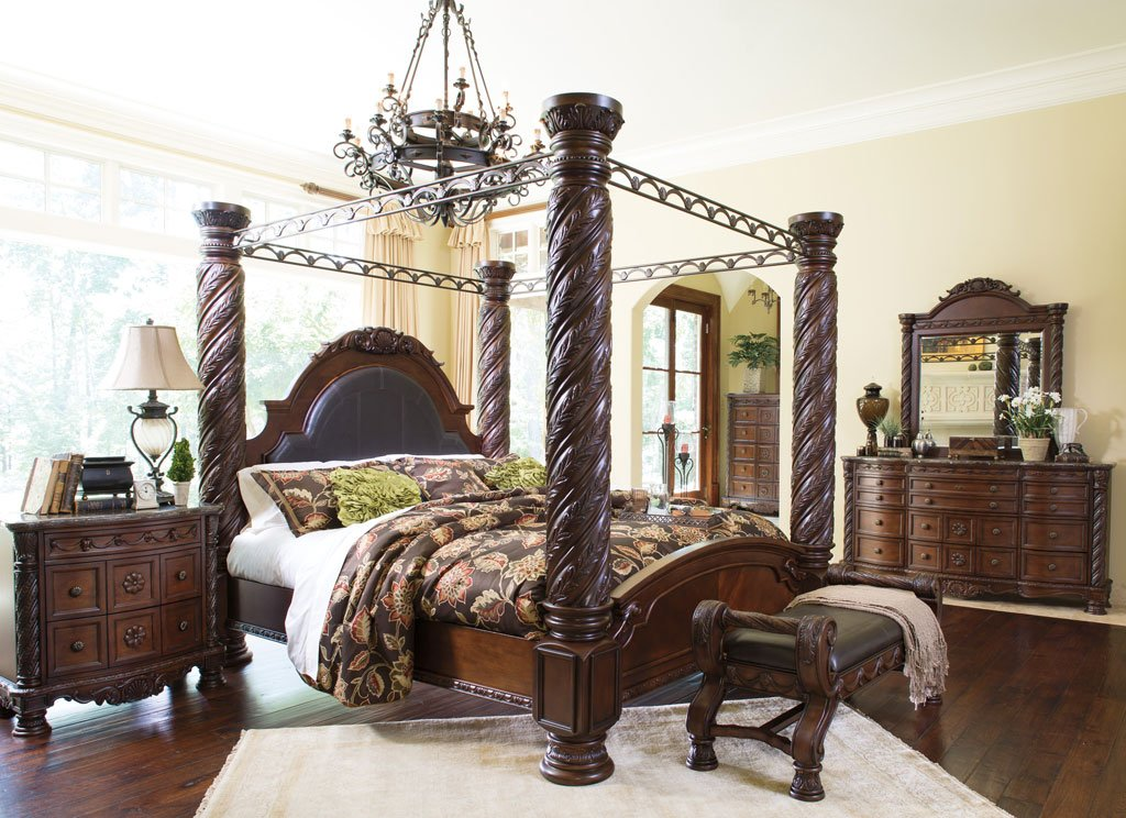 Merveilleux North Shore Canopy Bedroom Set