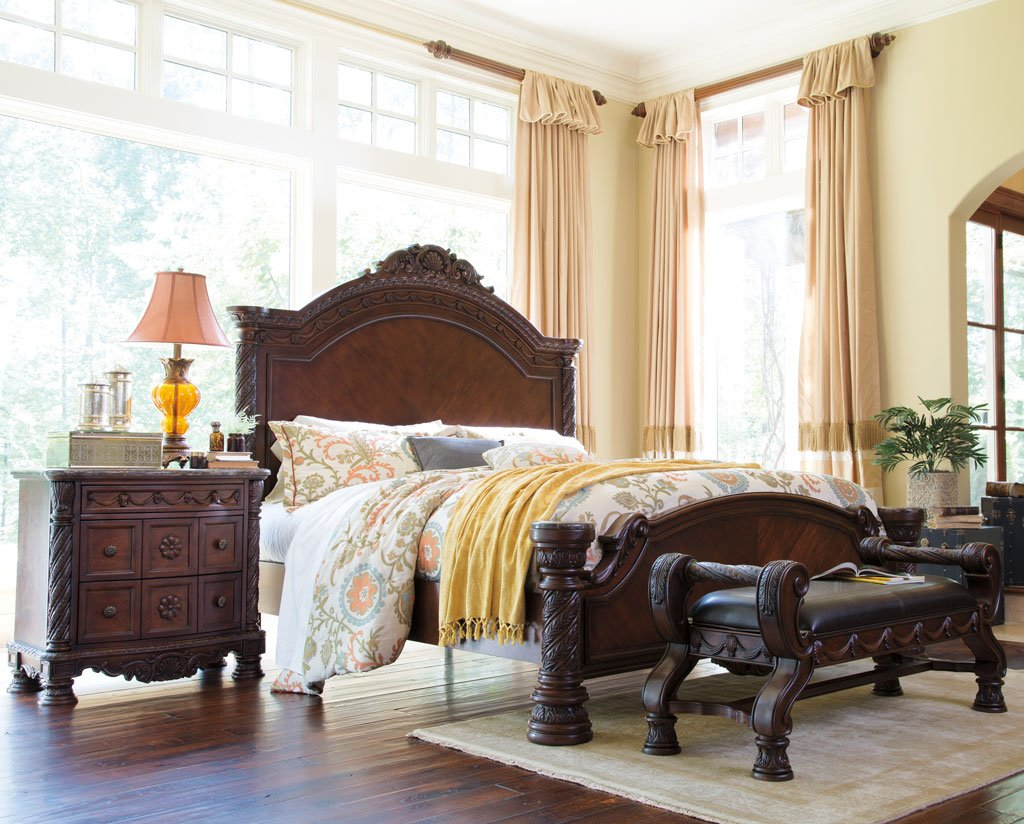 Superbe North Shore Panel Bedroom Set