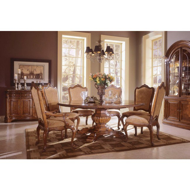 Villa Cortina Round Dining Room Set w/ Upholstered Chairs